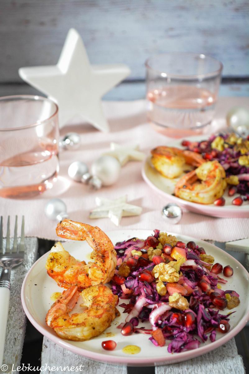 Weihnachtsessen Einfach Gut Vorzubereiten.Winterkohlsalat Mit Gebratenen Garnelen In Vanillenussbutter