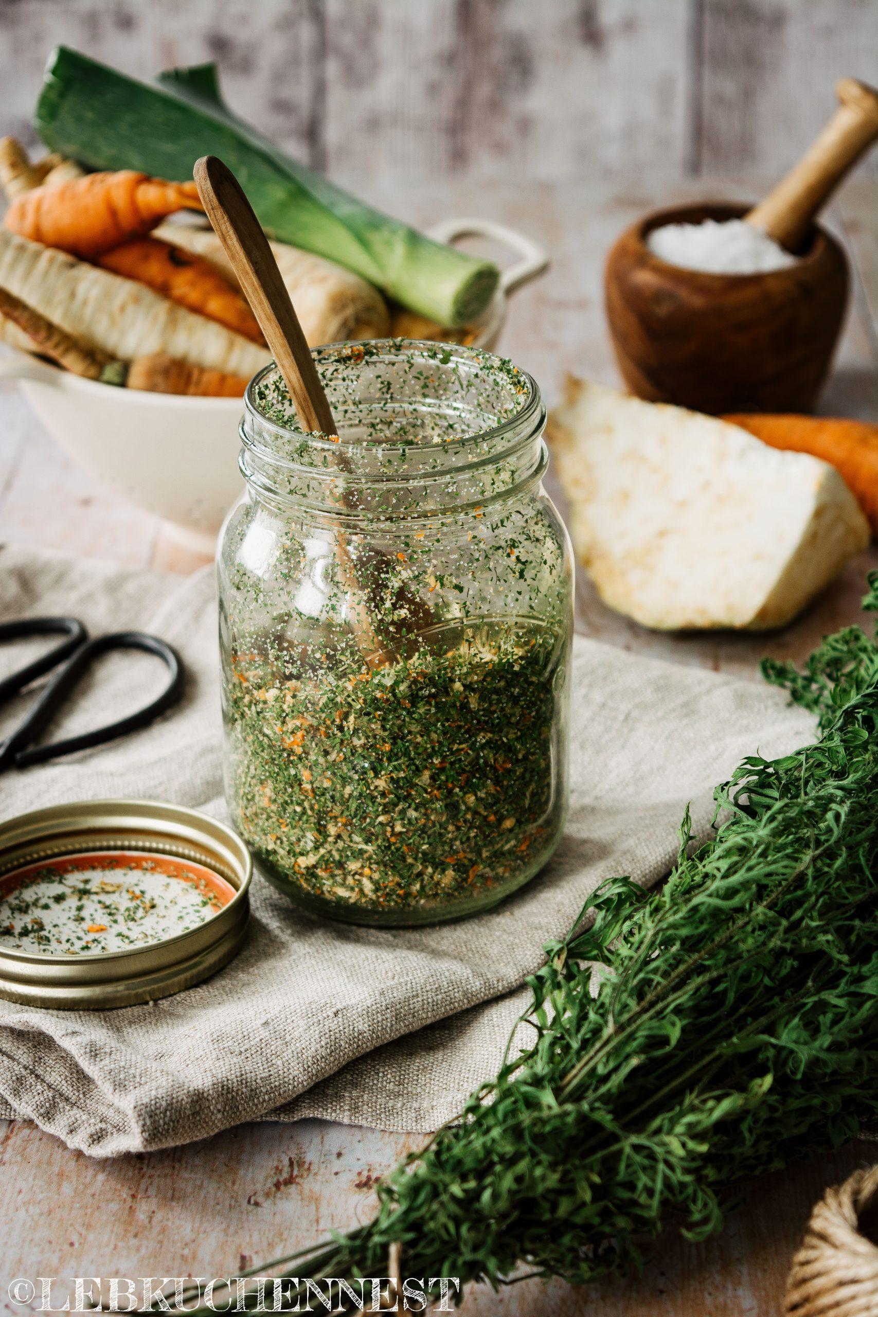 Nachhaltiges Gemüsebrühpulver aus krummen Gemüse und Resten