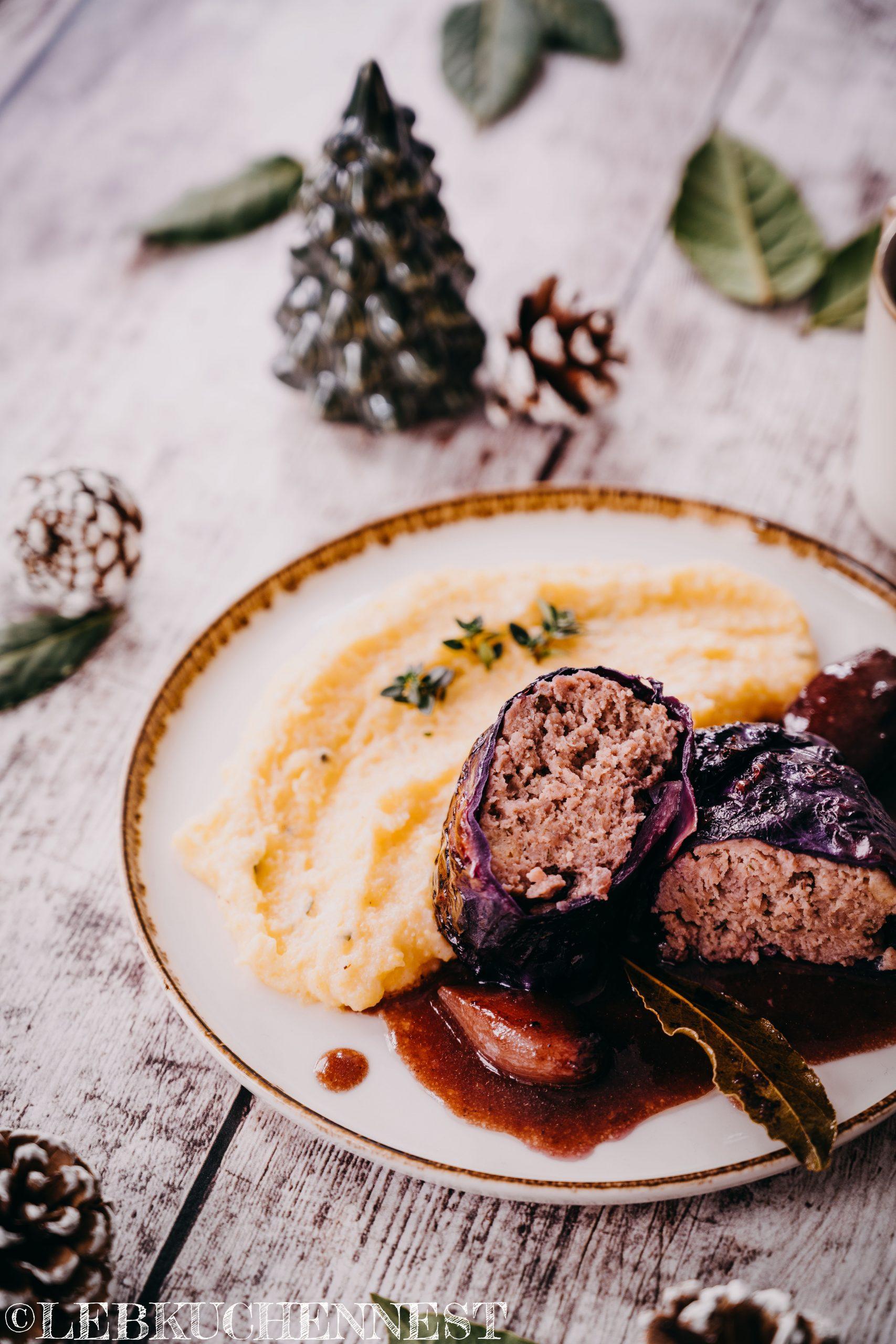 Rotkohlrouladen mit Kräuterpolenta aus der Adventsküche