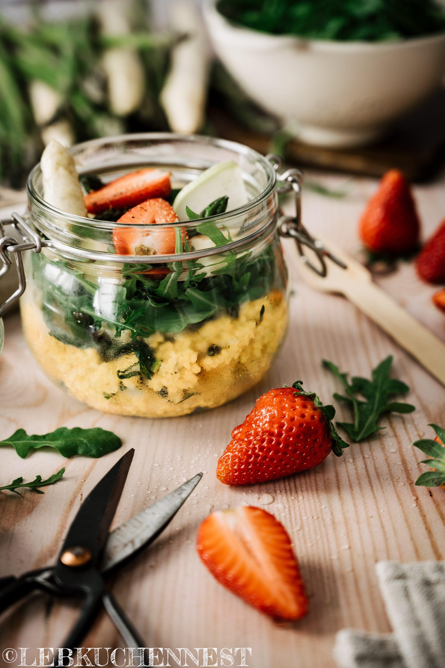 Grüne Stadtküche - Hirsesalat mit Spargel und Erdbeeren